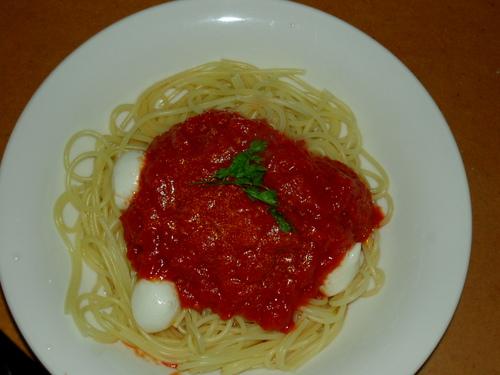モッツァレラ入りトマトソース・スパゲティ